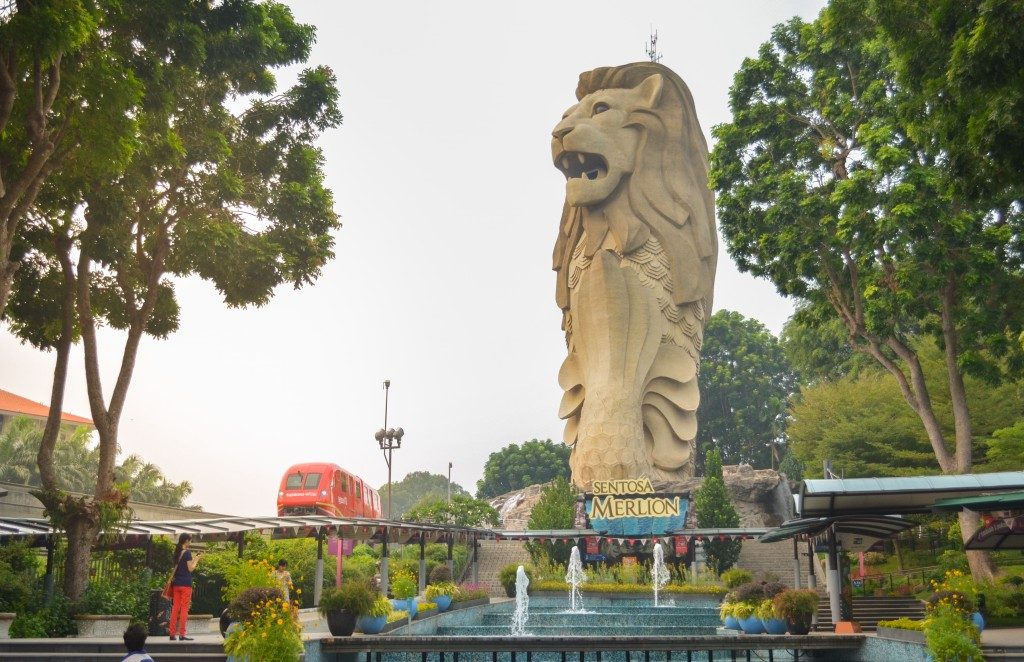 merlion statue at sentosa singapore